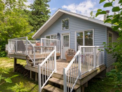 Gorgeous and Cape Cod Flare Cottage located directly across from Sylvan Lake!