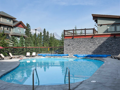 Premium 2BR condo, walk distance to downtown Canmore. Heated Pool, Hotub, and more